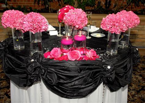 wedding idea head table hot pink black white