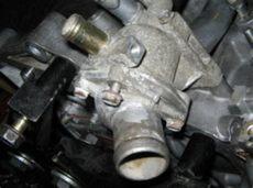 donde se encuentra el termostato donde se ubica el termostato en un motor d15b