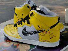 pokemon schuhe pikachu macht sich auf einem nike schuh breit rebelgamer de