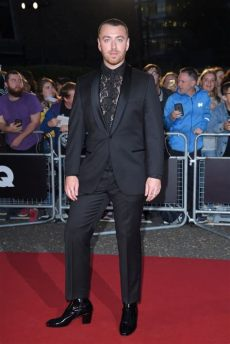 sam smith red shoes sam smith wears gucci heels to the gq of the year awards popsugar fashion australia