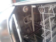 fuga agua lavavajillas lavavajillas pierde agua por debajo electrodom 233 sticos todoexpertos