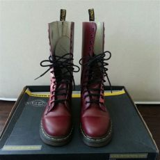 how to get scuffs off white doc martens 57 dr martens boots limited edition dr martens 14 eye boots from c s closet on poshmark