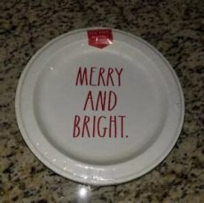 rae dunn christmas paper plates dunn merry and bright dinner 16 paper plates 10 5 inches 846307049782 ebay