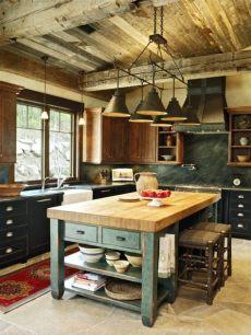 ideas para desayunadores de cocina rusticos cocina americana peque 241 a cocina acogedora en estilo r 250 stico con techo de madera y l 225 mparas de