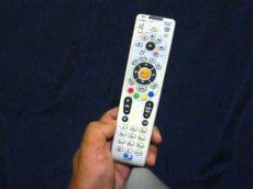 como conectar un control universal a un televisor directv como configurar tu remoto a un tv o lcd muy facil