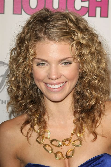 20 beautiful curly hairstyles women magment