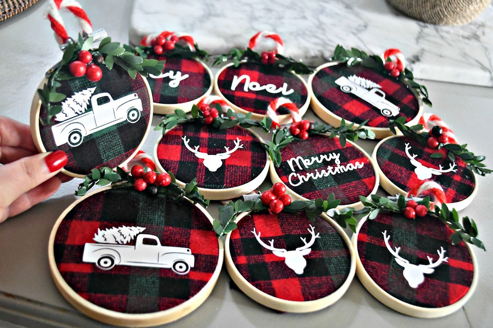 DIY Embroidery Hoop Christmas Ornaments- One of the great DIY Christmas ornaments