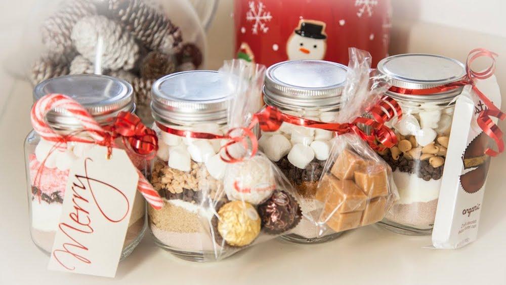 Innovative Christmas gifts- DIY Hot Cocoa In A Mason Jar