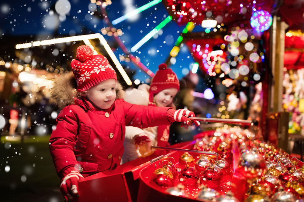 Join-some-Christmas-outdoor-activities-to-be-immersed-in-the-Christmas-atmosphere