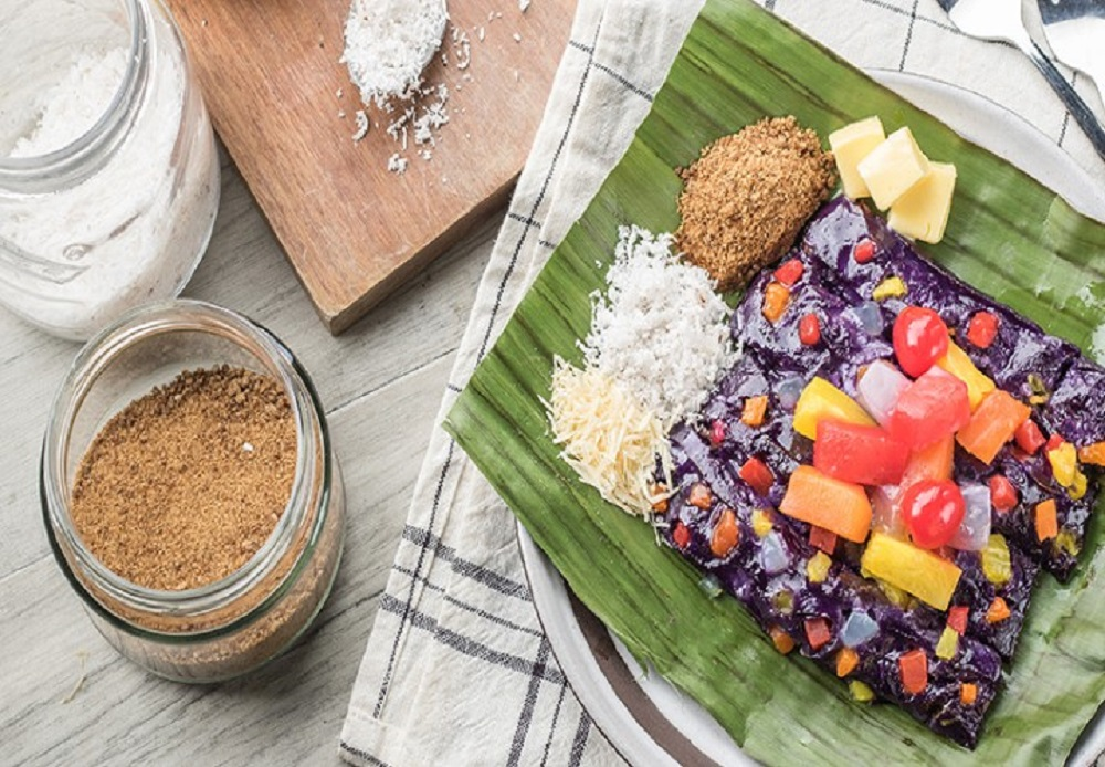 Puto-Bumbong-is-a-sweet-purple-coloured-dessert-for-Christmas-celebrations-in-the-Philippines-1