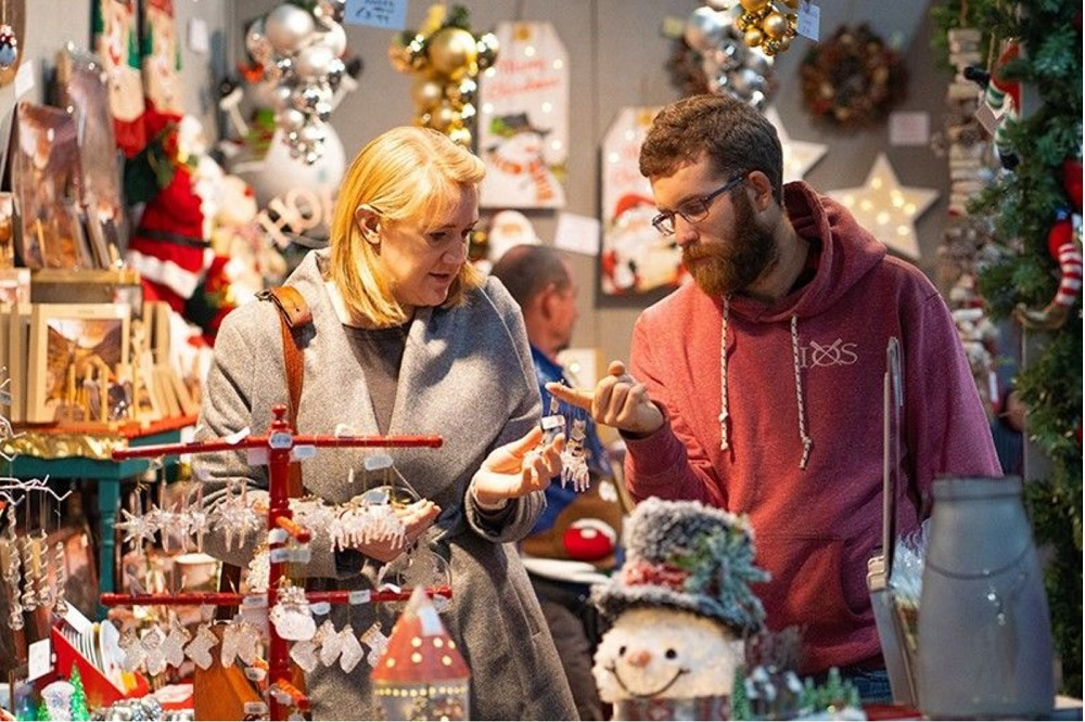Shopping-together-is-considered-as-one-of-great-couples-Christmas-activities