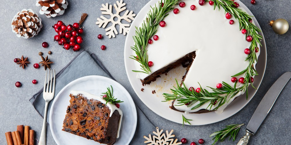 Discover a lot of simple Christmas cake recipes here
