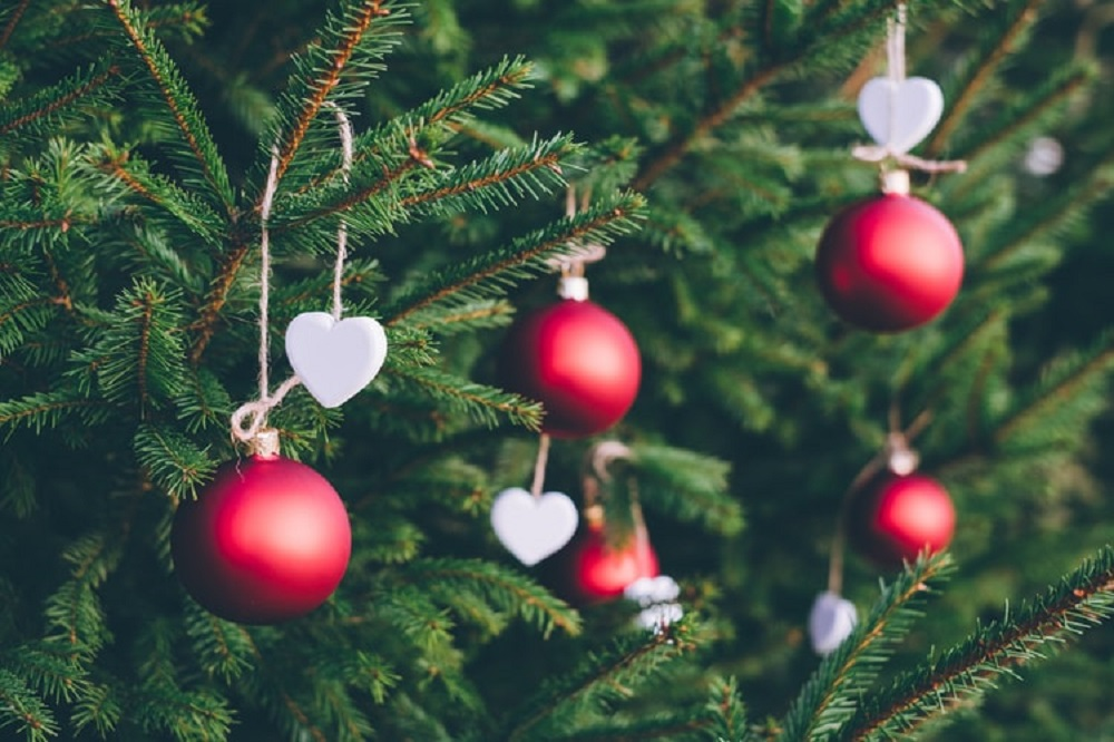 chritsmas-tree-ornaments-ball-ornaments