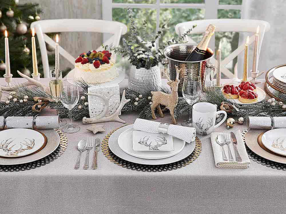 White dishes play an important role in Christmas table settings