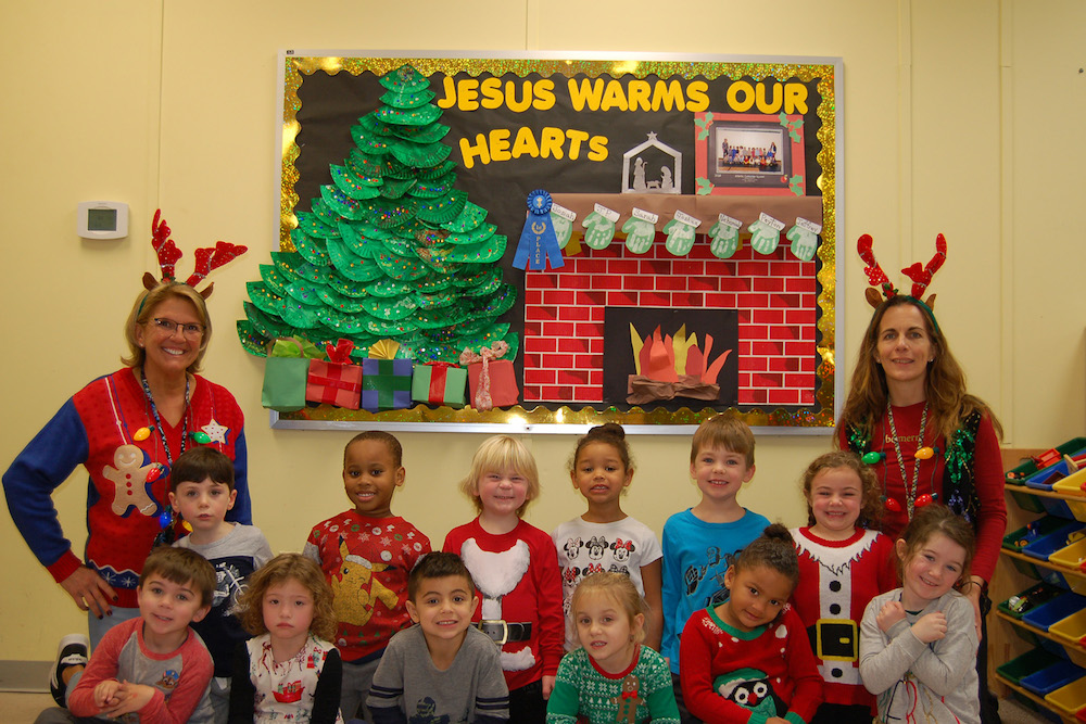 classroom-decor-great-Christmas-room-decorations