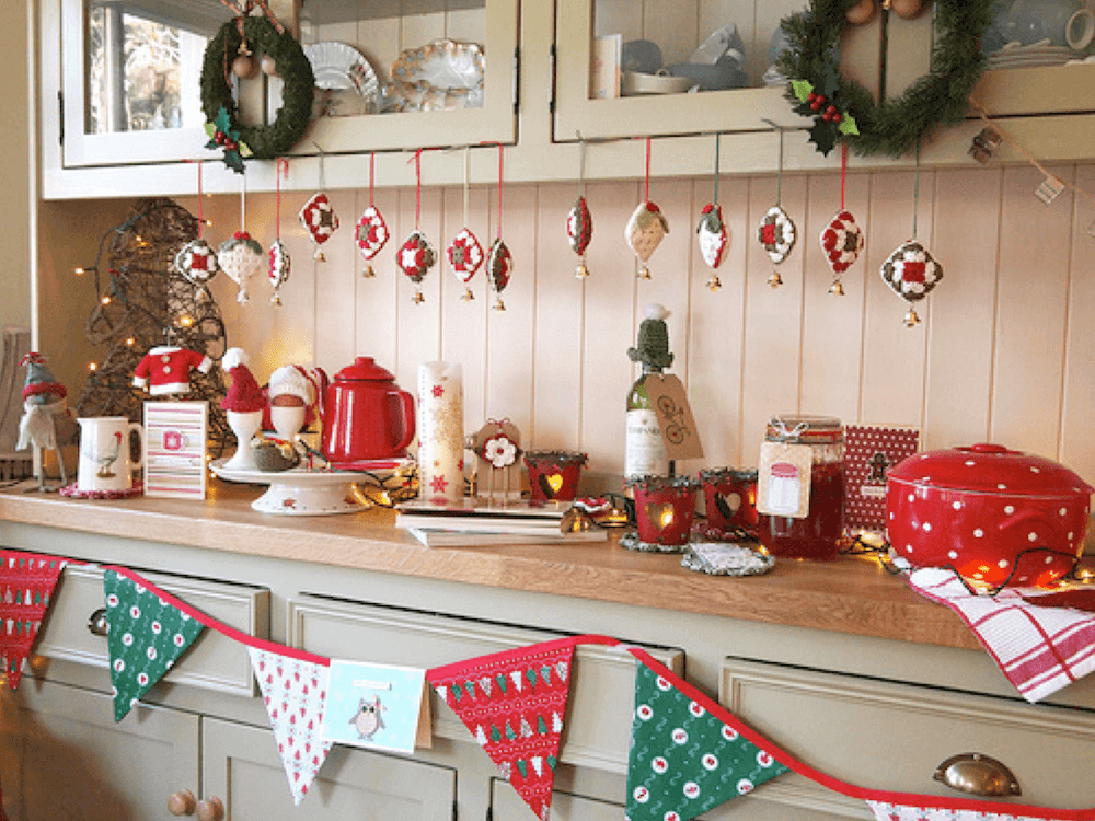 Infuse Christmas spirit into any nook of your house with these creative Christmas room decoration ideas