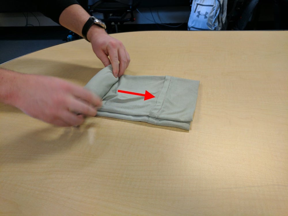 How-to-wrap-a-shirt-easily