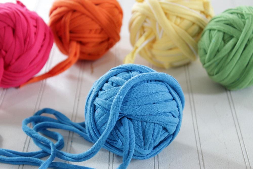 DIY tutorial-How to make tshirt yarn