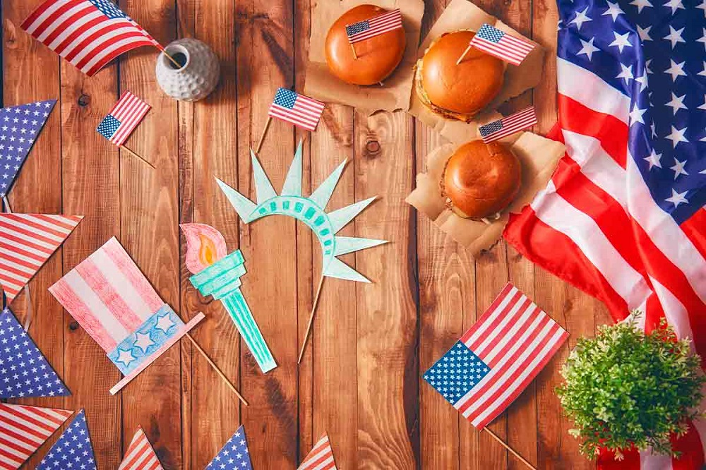 how to decorate the house on Independence Day