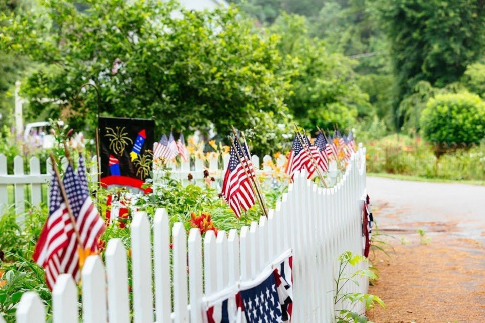 decorating your fence to celebrate Independence Day