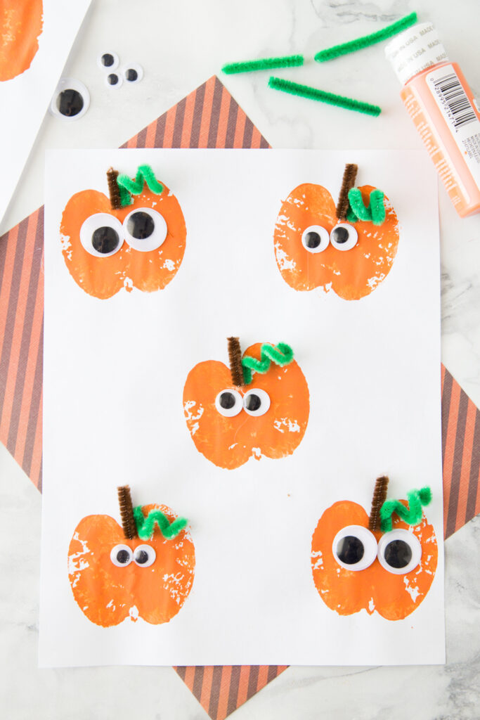 Apple Stamping Pumpkin Craft- great Thanksgiving crafts for young children
