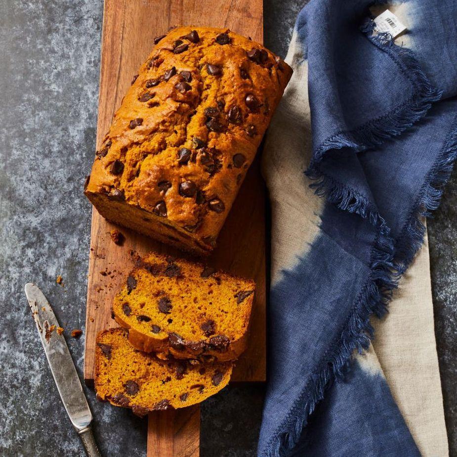 Pumpkin Chocolate Chip Bread- best chocolate Thanksgiving desserts