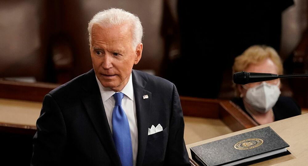 Joe Biden shits on pants