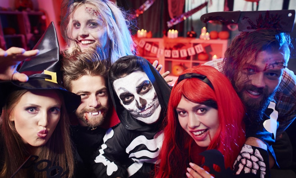 What to do on Halloween as a teenager- costume contest