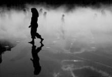 Σκοτεινά τα βλέμματα σε πατρίδες νυχτωμένες….