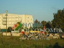 ΠΑΓΚΟΣΜΙΟ ΑΙΣΧΟΣ!!! ΝΤΡΟΠΗ!!! Αδειάζουν τα σκουπίδια του Πύργου δίπλα από το… Νοσοκομείο!!!