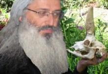 Ο Οικουμενιστής Αλεξανδρουπόλεως, μετά την αφή Ολυμπιακής φλόγας μέσα σε ορθόδοξο Χριστιανικό ναό, εισήγαγε και θαυματοποιά οστά από το πολυκατάστημα του Πάπα!!!