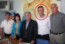 Με τους εγκάθετους του Τούρκικου προξενίου ποζάρει ο πατριδοκάπηλος Π. Ψωμιάδης
