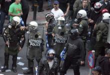 Επίθεση με μολότοφ αναντίον παρακρατικών, παραστρατιωτικών δυνάμεων της ξενόδουλης αστυνομίας