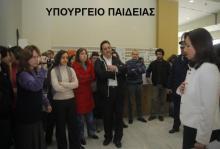 Υπάλληλοι του Υπουργείου Παιδείας γιουχάρουν τη Bilderberg Διαμαντοπούλου — ΚΛΙΚ στον τίτλο για το βίντεο