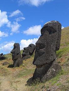 220px-Moai_Rano_raraku