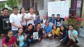 Takasaki sensei bersama beberapa pengunjung Tsubasa Hina Matsuri