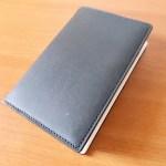 胸ポケットに入って、思考を補助してくれるダビンチのミニシステム手帳がお気に入り!取材やアイデアだしに最適。
