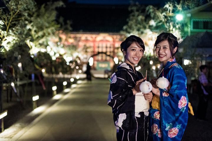 浅草神社の夏詣に来た浴衣美人