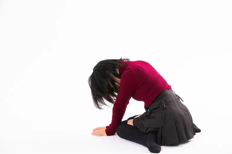 敗北した女性イメージ