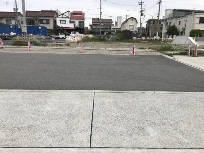 船の係留場所前の集合場所で駐車場