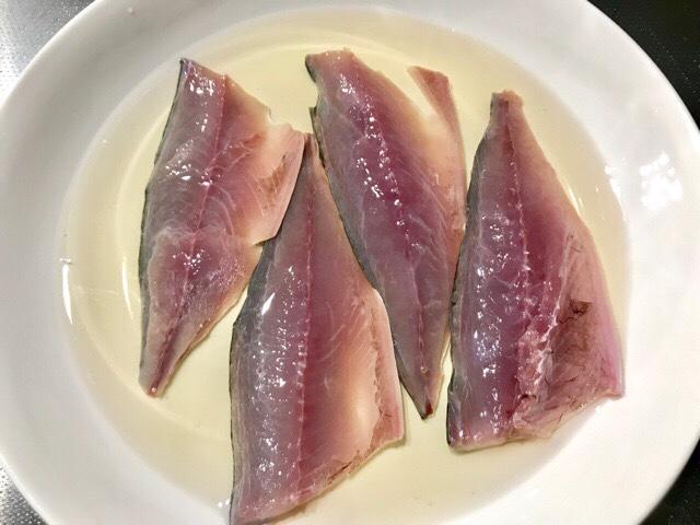 酢に漬けた鯖の身
