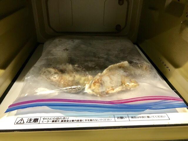 電子レンジに入れた牡蠣