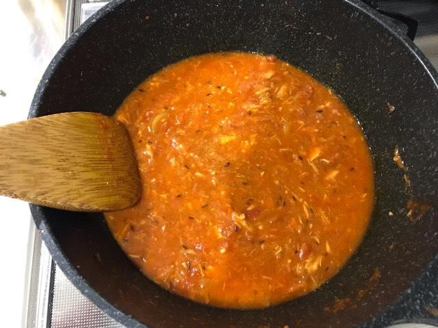 水を加えた鍋