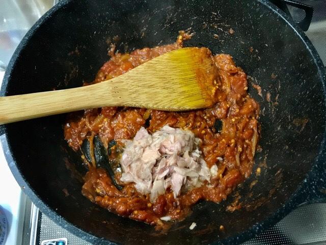 シーチキンを加えたスパイスカレー鍋