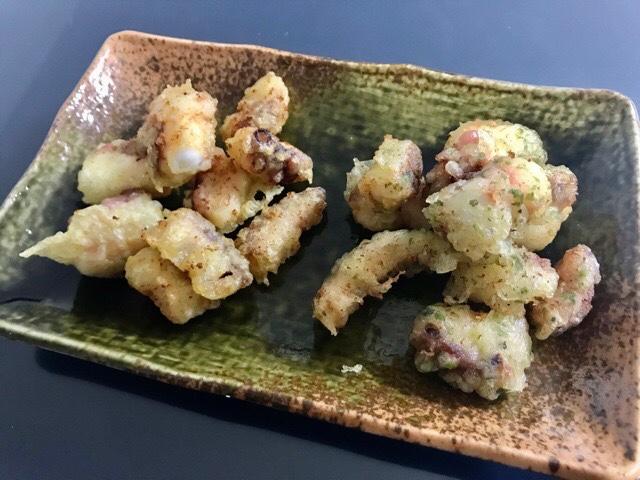 皿に盛り付けたたこの天ぷら