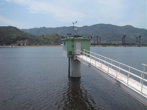 Upstream salinity intrusion monitoring device