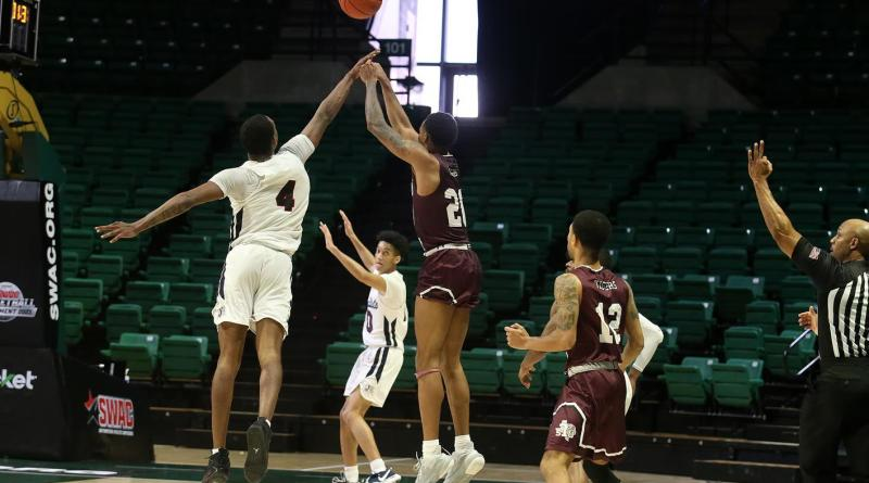 <div>Weathers' Late-Game Heroics Advances TSU To The Championship Round</div>