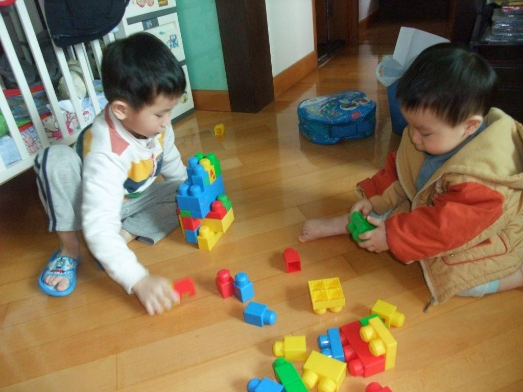 砌積木 | Tsz Chung & Tsz Long