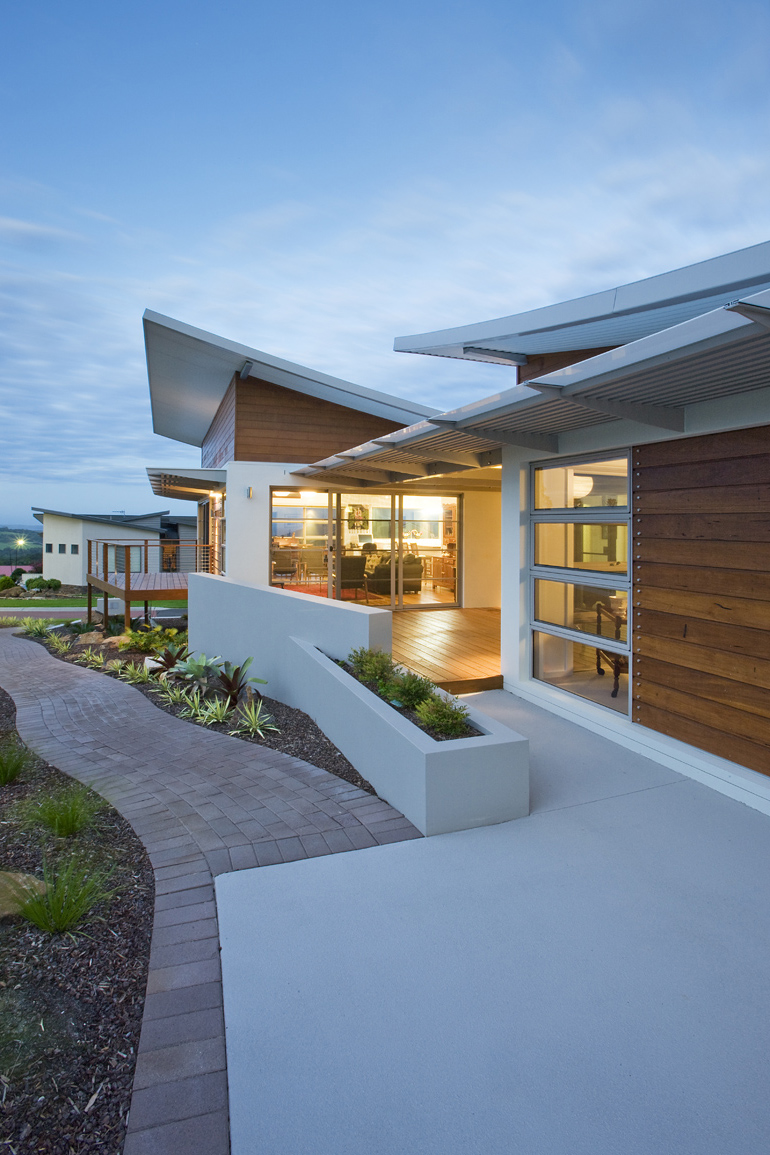 Kiama house - curved Ritek roof - translucent shade structure with thin edge