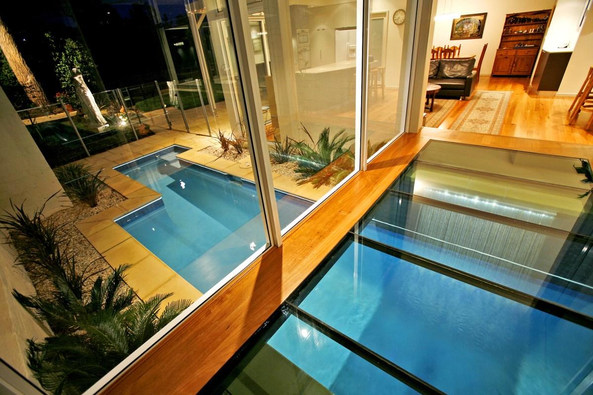 Stuart Harris House - glass walkway over pool